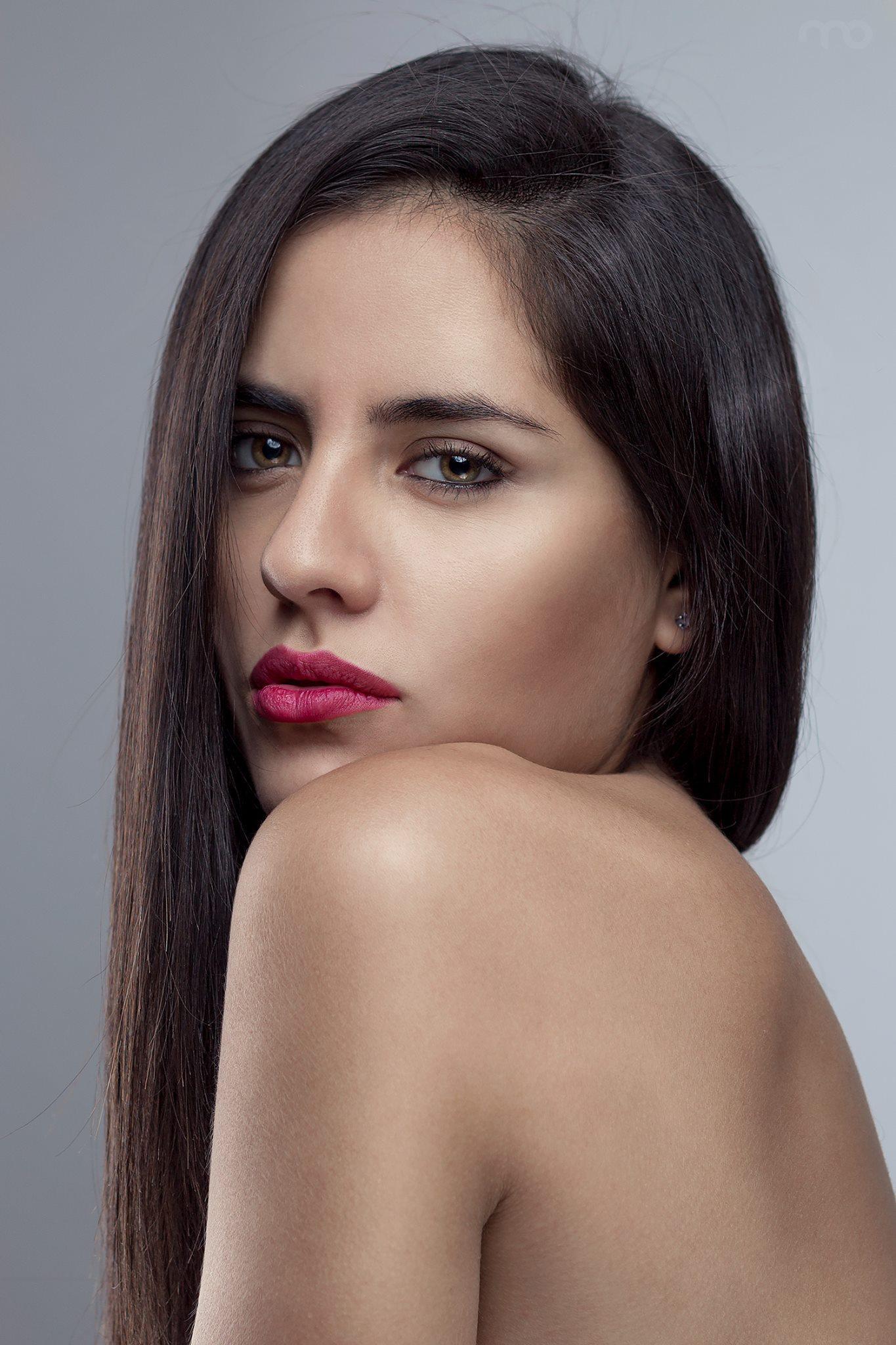 Shine-Female-Model-Fashion-Beauty-Violeta-06.jpg#asset:45018