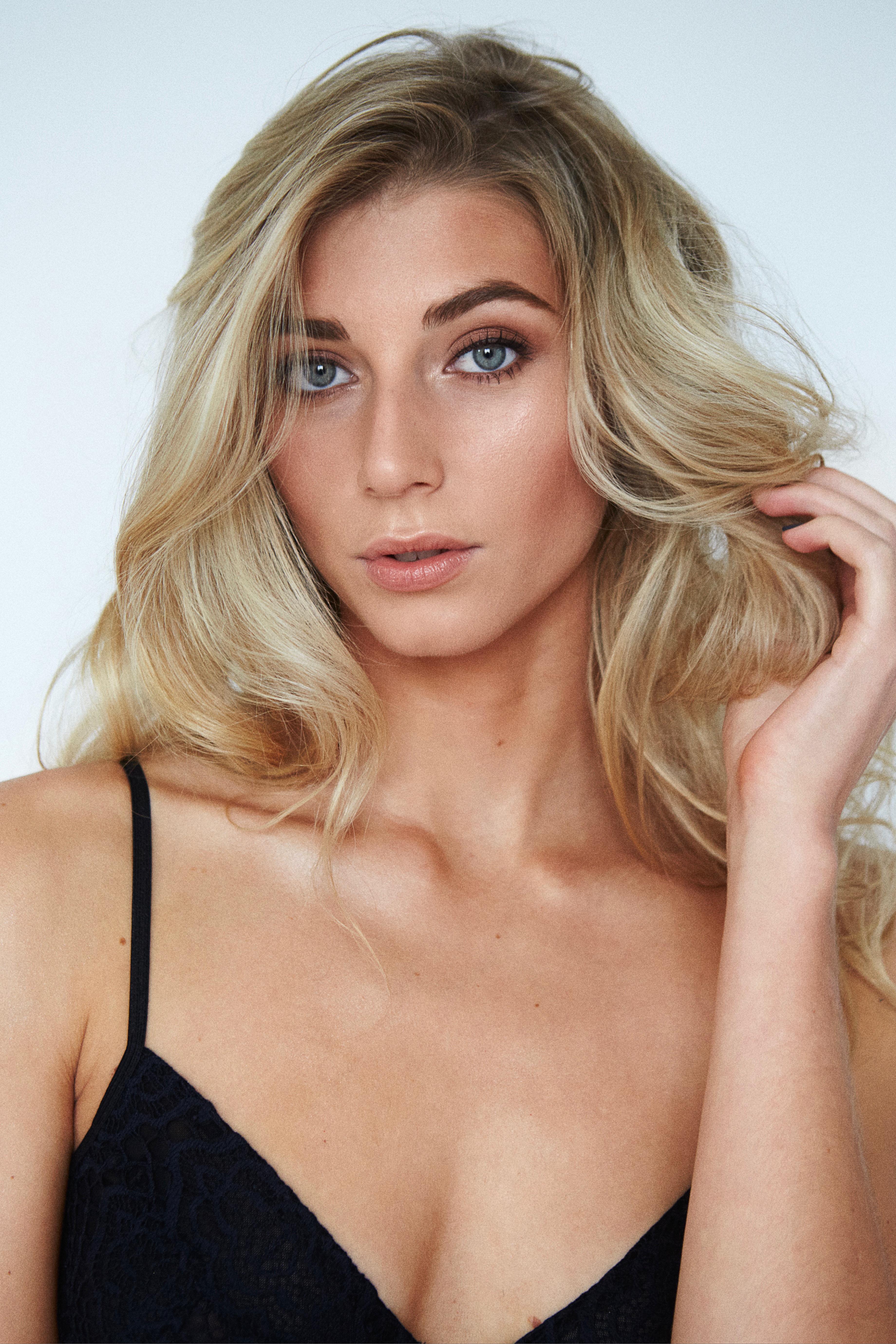 Shine-Female-Model-London-Ella-Commerical-003.jpg#asset:51495