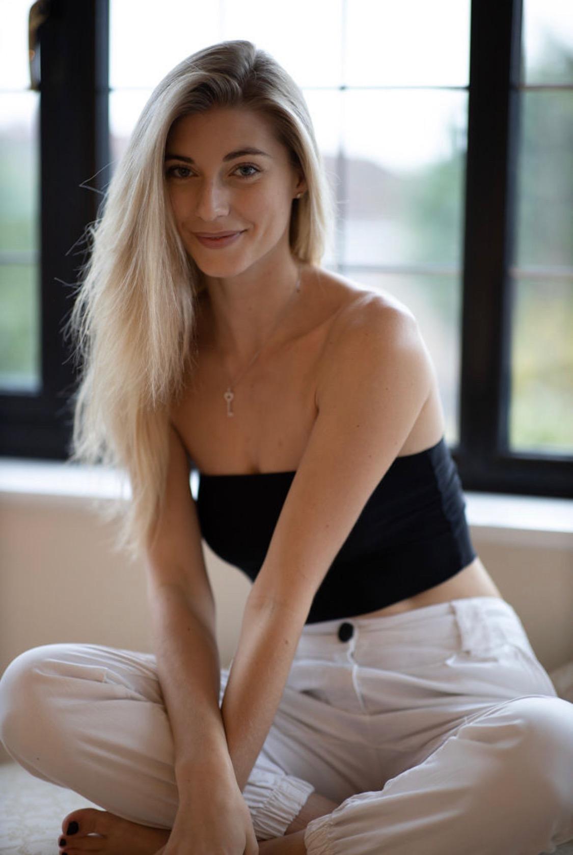Shine-Female-Model-London-Ella-Commerical-013.jpg#asset:51493