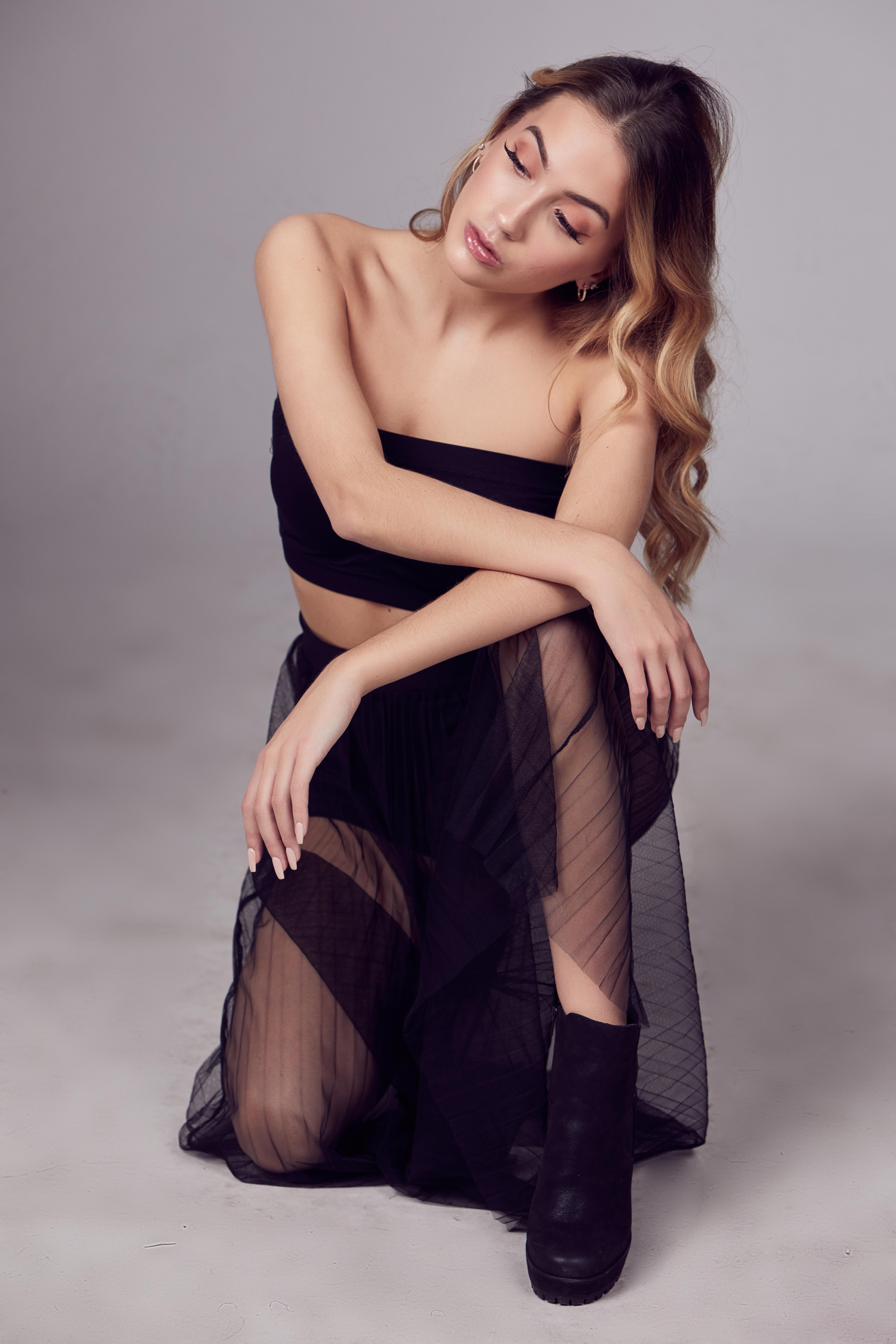 Shine-Female-Model-Sarah-Petite-NYC-03jpg.jpg#asset:52752