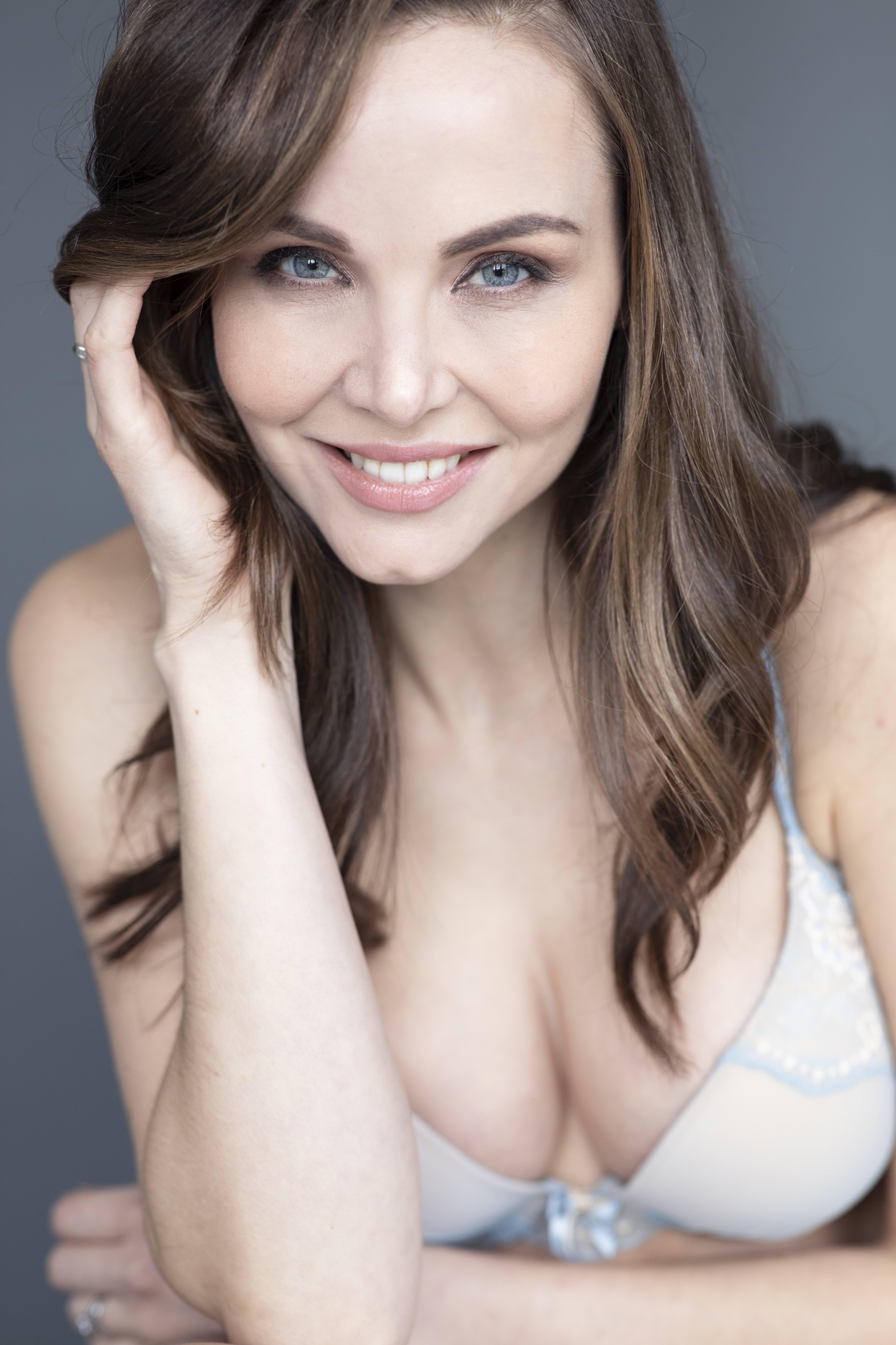 Web-Shine-Female-Model-Louise-Manchester-Leeds-Mature-Classic-Lifestyle-04.jpg#asset:48747