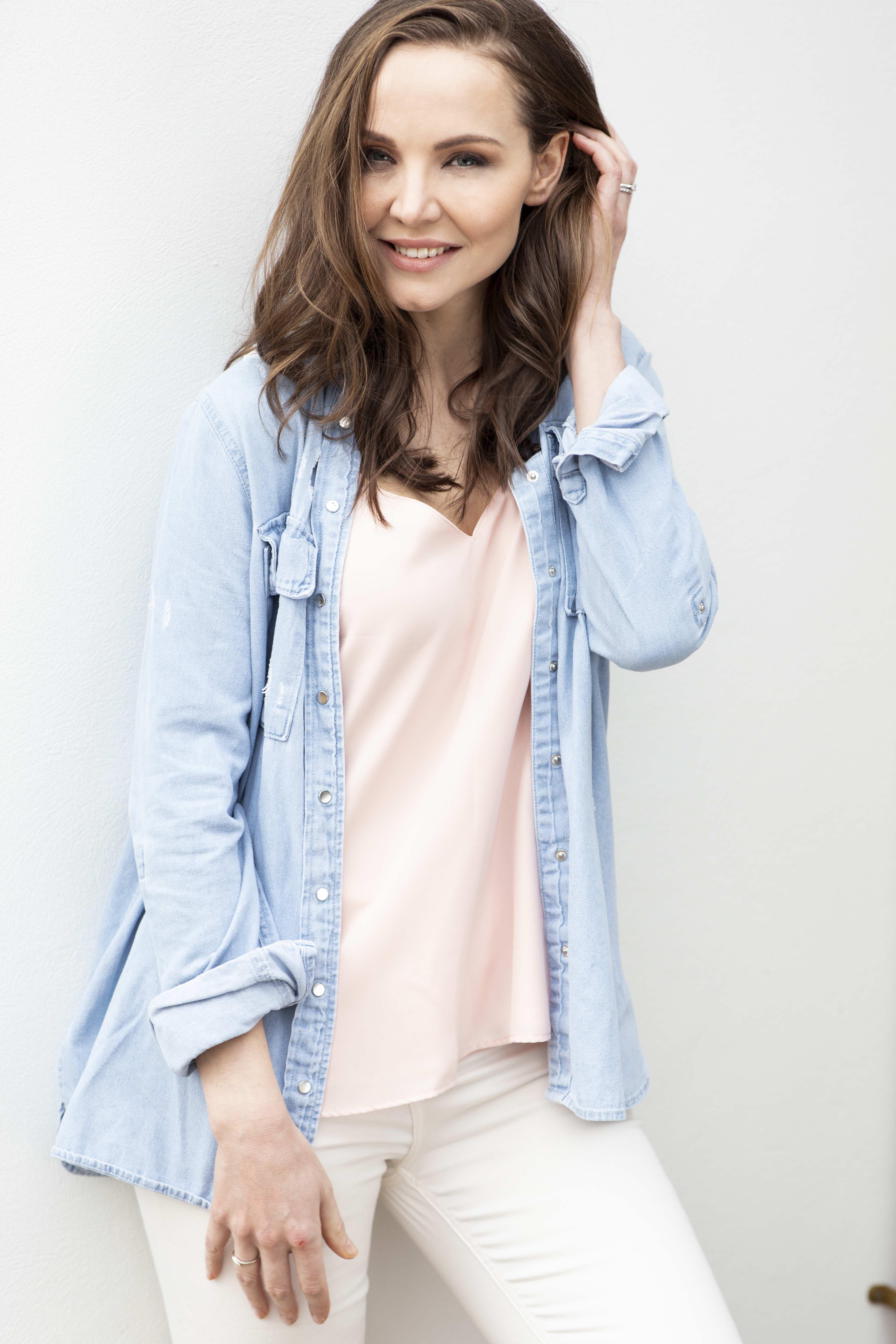 Web-Shine-Female-Model-Louise-Manchester-Leeds-Mature-Classic-Lifestyle-06.jpg#asset:48751